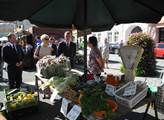 Vicepremiér Andrej Babiš na farmářském trhu ve Val...