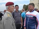 Předseda vojenského výboru NATO, generál Petr Pave...