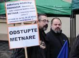 Demonstrace na Malostranském náměstí s názvem Pala...