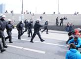 První den summitu G20. Potyčky s policií gradují