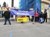 Protest při příjezdu maďarského premiéra Viktora O...