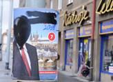 Poničené plakáty kampaně Zeman znovu 2018 v ulicíc...