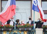 Vyvěšení sokolské vlajky na budovu Nové radnice u ...