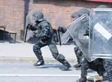 První den summitu G20 v Hamburku. Potyčky s polici...