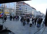 Shromáždění skupiny AUVA na Václavském náměstí s n...