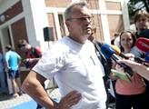 Vladimír Dlouhý odstartoval podpisovou kampaň pro ...