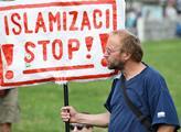 Demonstrace s názvem Vládo, odstup od smluv Globál...