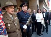 U budovy Českeho rozhlasu si pamětníci a politici ...