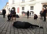Aktivisté protestovali proti prodloužení mandátu k...