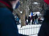 Valentýnský pochod na Petřín. Účastníci protestova...
