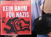 Demonstrace na náměstí Antonplatz v Berlíně