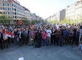 Na Václavském náměstí se ve středu sešlo asi 250 d...