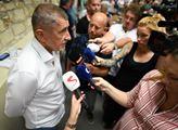 Premiér Andrej Babiš s novináři na setkání členů B...