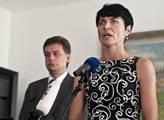 Bradáčová musela odvracet otázku o Paroubkovi a její minulosti
