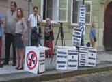 Protest proti válce před poslaneckou sněmovnou
