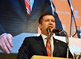 Jan Hamáček hovoří k delegátům sjezdu ČSSD