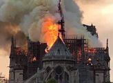 """""""Strašný hovna."""" Drsný střet kvůli Notre-Dame"""