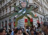 Demonstrace proti vládě závislé na podpoře KSČM a ...