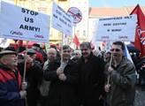 Na Václavském náměstí demonstrovaly skupiny občanů...