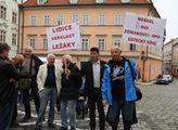 Shromáždění Vlasteneckého fóra před velvyslanectví...