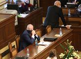 Sněmovna vyzývá občany: Dodržujte opatření. Opozice je naštvaná, vláda vůbec nereagovala na dotazy