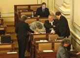 Ve sněmovně začala bitva o služební zákon