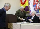 Vlastenecké fórum podpořilo Miloše Zemana jako kan...