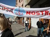 Demonstrace před OSA za mravné zacházení s autorsk...