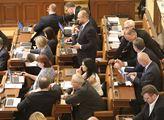 Poslední zasedání vlády v demisi ve sněmovně. Zítr...