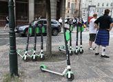 Elektrické koloběžky zaplavily pražské ulice i cho...