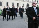 Soud s Vítem Bártou. Kateřina Klasnová podpořila s...