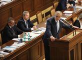 """""""Pan Hašek něco řekl a ten šašek to po něm opakoval. Pardon, pan premiér to opakoval!"""" Kalousek řádil ve Sněmovně"""