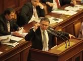 Vláda dělá z lidí pitomce a spoléhá na kolaboraci, štítí se Zaorálek
