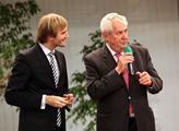 Kandidát na prezidenta Miloš Zeman měl přednášku n...