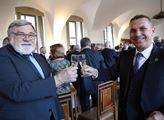 Senátoři oslavili Kuberovo vítězství přípitkem
