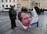 Protest proti Jiřímu Paroubkovi před Obecním domem...