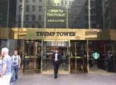 Hlavní vchod do Trumpova mrakodrapu na Páté avenue...