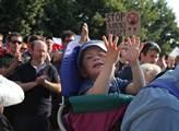 Demonstrace proti islámu a uprchlíkům na Palackého...