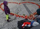 Vzpomínky v ulicích na Václava Havla v den jeho úm...