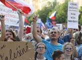 Estébáka vyženem, hlásí demonstrace z Brna. Do toho mluvili herci