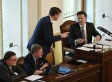 Začala březnová schůze Sněmovny. Poslanci by se mě...