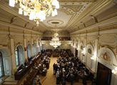 Páteční sněmovna o další vlně EET a o navýšení pro...