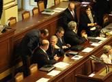 Prvního zasedání sněmovny se účastnila i Rusnokova...