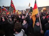 Na demonstraci hnutí PEGIDA dorazilo kolem 30000 o...