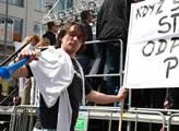 Na Václavském náměstí v Praze demonstrovalo proti ...
