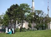 Mešita byla postavena v letech 1975 až 1979 archit...
