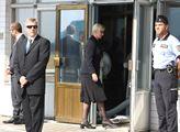 Na letiště v Ruzyni přistál vládní speciál s těly ...