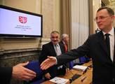 Premiér v demisi Petr Nečas se zdraví s kolegy