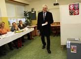 Kandidát na prezidenta Miloš Zeman se svou dcerou ...