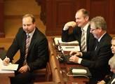 Sněmovna před hlasováním o důvěře vládě